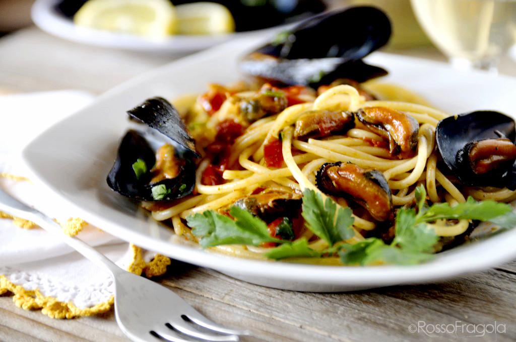 spaghetti-con-cozze-e-pomodorini-